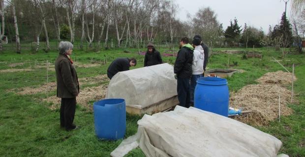 Construire facilement une serre sur un jardin en carré